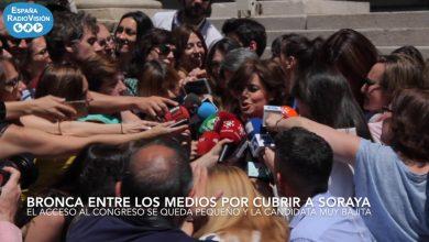 Photo of Bronca entre los medios por cubrir a Soraya Sáenz de Santamaría
