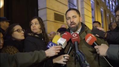 Photo of Santiago Abascal expresa a Guaidó su vergüenza por el desaire institucional al que le ha sometido Sánchez